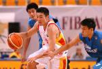图文:亚锦赛中国男篮胜中国台北 刘炜带球突破