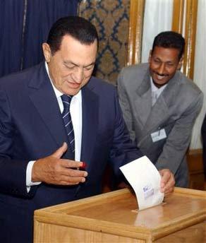 穆巴拉克第五次当选埃及总统(组图)