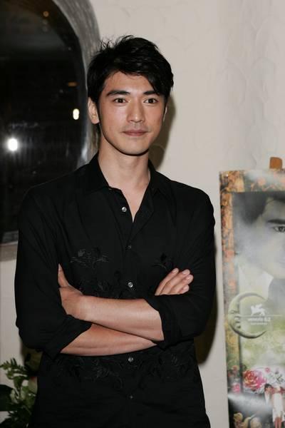 《如果爱》威尼斯首映 周迅金城武齐亮相(图)