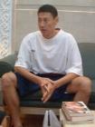 图文:中国男篮休息不放松 李楠读书打发时间