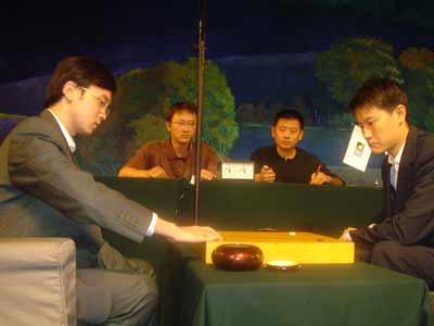 图文:第11届NEC杯围棋赛开赛 谢赫对阵孔杰