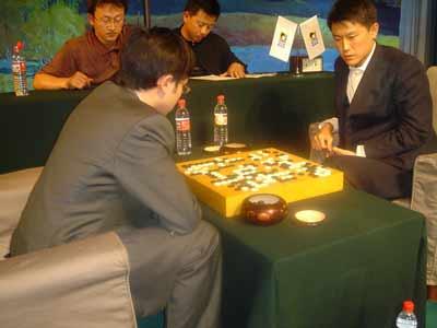 图文:第11届NEC杯围棋赛开赛 孔杰因失招败北