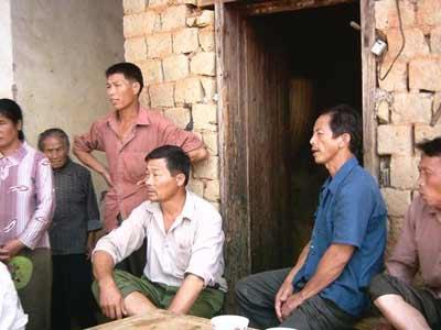2005年9月12日上午,江西赣县韩坊乡遇龙村数日连死七名村民.村民.