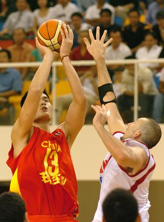 图文:中国男篮战胜黎巴嫩