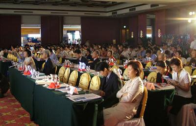 """图文:""""3G在中国""""2005全球峰会会场报道区"""