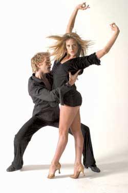 36位舞蹈演员准备上百双鞋 《燃烧地板》上舞动唐装