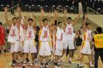 图文:中国男篮大胜韩国 队员赛后向观众致意