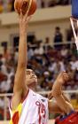 图文:中国男篮晋级亚锦赛决赛 姚明在比赛中上篮