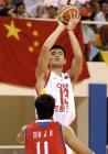 图文:中国男篮晋级亚锦赛决赛 姚明在比赛中跳投