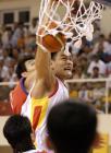 图文:中国男篮晋级亚锦赛决赛 姚明大力扣篮