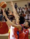 图文:男篮亚锦赛中国胜韩国 李楠在内线进攻