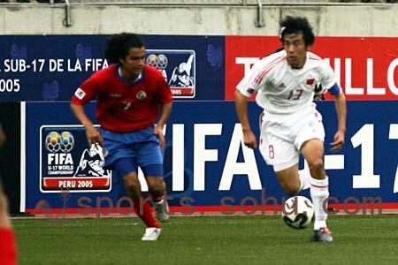 独家图片:中国1-0哥斯达黎加 李壮飞带球疾进