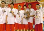 图文:中国男篮亚锦赛夺冠 中国男篮队员合影