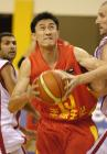 图文:中国男篮亚锦赛夺冠 杜锋突破上篮