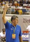 图文:中国男篮亚锦赛夺冠 尤纳斯场边指挥
