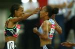 图文:上海田径大奖赛夺冠 德法尔与队友拥抱