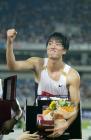 图文:上海田径黄金大奖赛 刘翔在颁奖仪式上