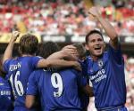 图文:切尔西2-0查尔顿 克雷斯波进球与队友庆祝