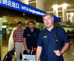 图文:中国男篮成员凯旋而归 尤纳斯抵达机场
