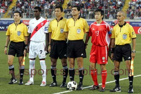 图文:世少赛-中国VS秘鲁 比赛当值裁判