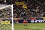 图文:世少赛-中国1-0战胜秘鲁 独臂擎天