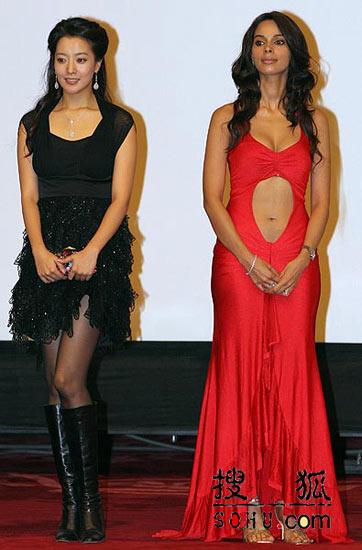 《神话》首映:火红的印度美女 露脐装出席
