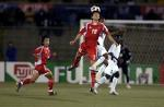 图文:国少1-1加纳顺利晋级 加纳球员争顶头球