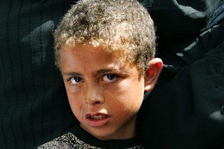 巴勒斯坦男孩参加亲人葬礼