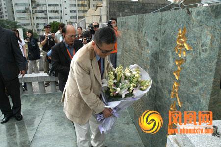 李敖香港祭拜蔡元培墓地