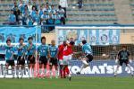 图文:足协杯大连平厦门 球员排起人墙防守