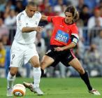 图文:皇马4-0胜马略卡 罗纳尔多与对手争抢