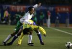 图文:墨西哥队夺得世青赛冠军 双方队员拼抢