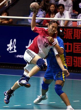 图文:女子手球解放军35-30安徽
