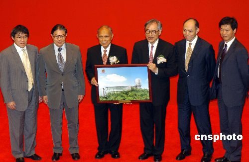 图:霍英东出席香港中大庆典