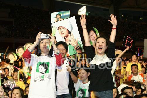 """图:""""超级女生""""上海巡演精彩场面―26"""