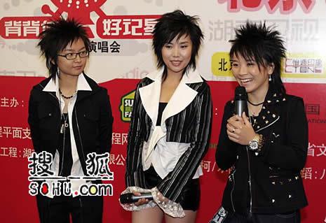 超女北京演唱会今日开发布会 李宇春裙装亮相
