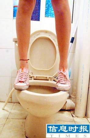穗公共卫生v女生女生男生上如厕如蹲马步(图)更靓女马桶爽谁和