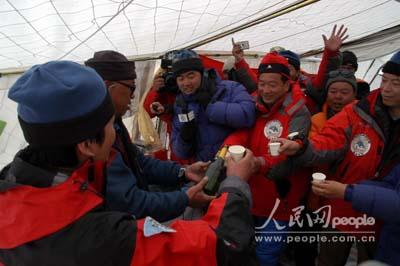 珠穆朗玛峰高度为8844.43米!(图)