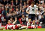 图文:世界杯英格兰VS奥地利 欧文带球突破防守