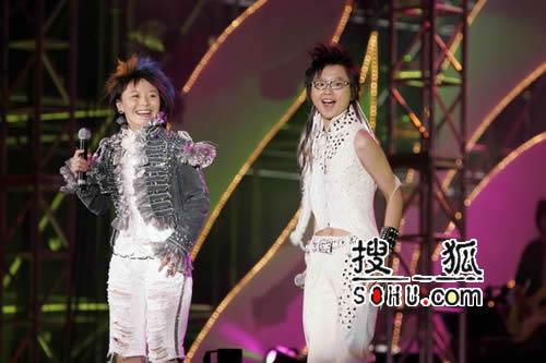 组图:超女北京演唱会激情引爆工体