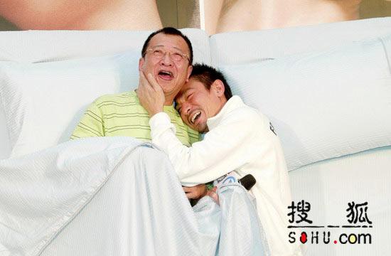 乱伦操逼_刘德华许绍雄同床睡 与阿sa拍床戏似乱伦(图)