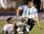 图文:阿根廷主场2-0战胜秘鲁 巴塔格利亚遭飞铲