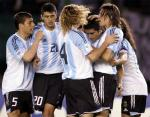 图文:阿根廷主场2-0战胜秘鲁 里克尔梅接受祝贺