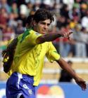 图文:玻利维亚逼平巴西 儒尼奥尔庆祝进球