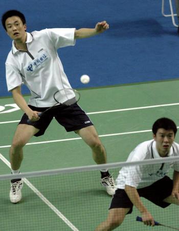 十运羽毛球赛况 孙俊 刘永在比赛中
