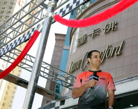 蒙托亚现身上海街头 为某公司进行推介活动(图)