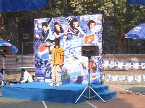 组图:10月9日第二外国语学院现场表演得掌声