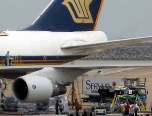 GT赛车身价惊人 747专机运抵澳门机场(组图)