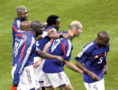 世界杯预选赛:法国队出线塞黑出线瑞典出线(图)