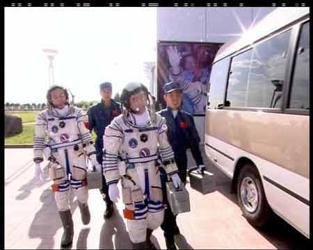 央视《面对面》专访神六航天员刘伯明景海鹏